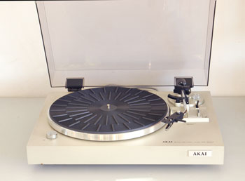 Akai AP-B20 Belt Drive turntable