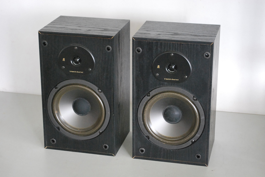 Acoustic Research AR 102 Bookshelf Speakers Picture 1